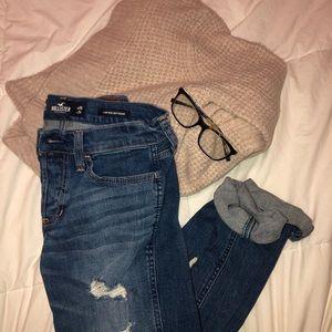 hollister boyfriend/mom jeans